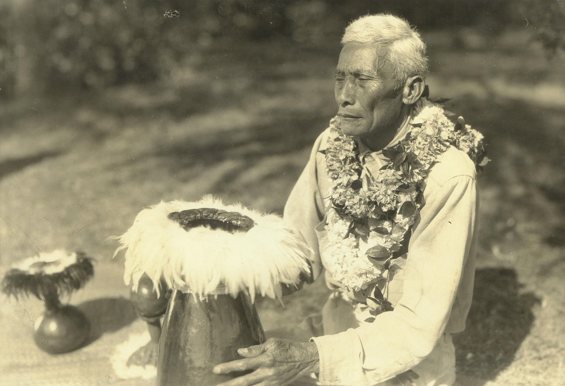 [Hawaiian chanter] Kuluwaimaka; Hawaiʻi, ca. 1930. Photo by Ray Jerome Baker.