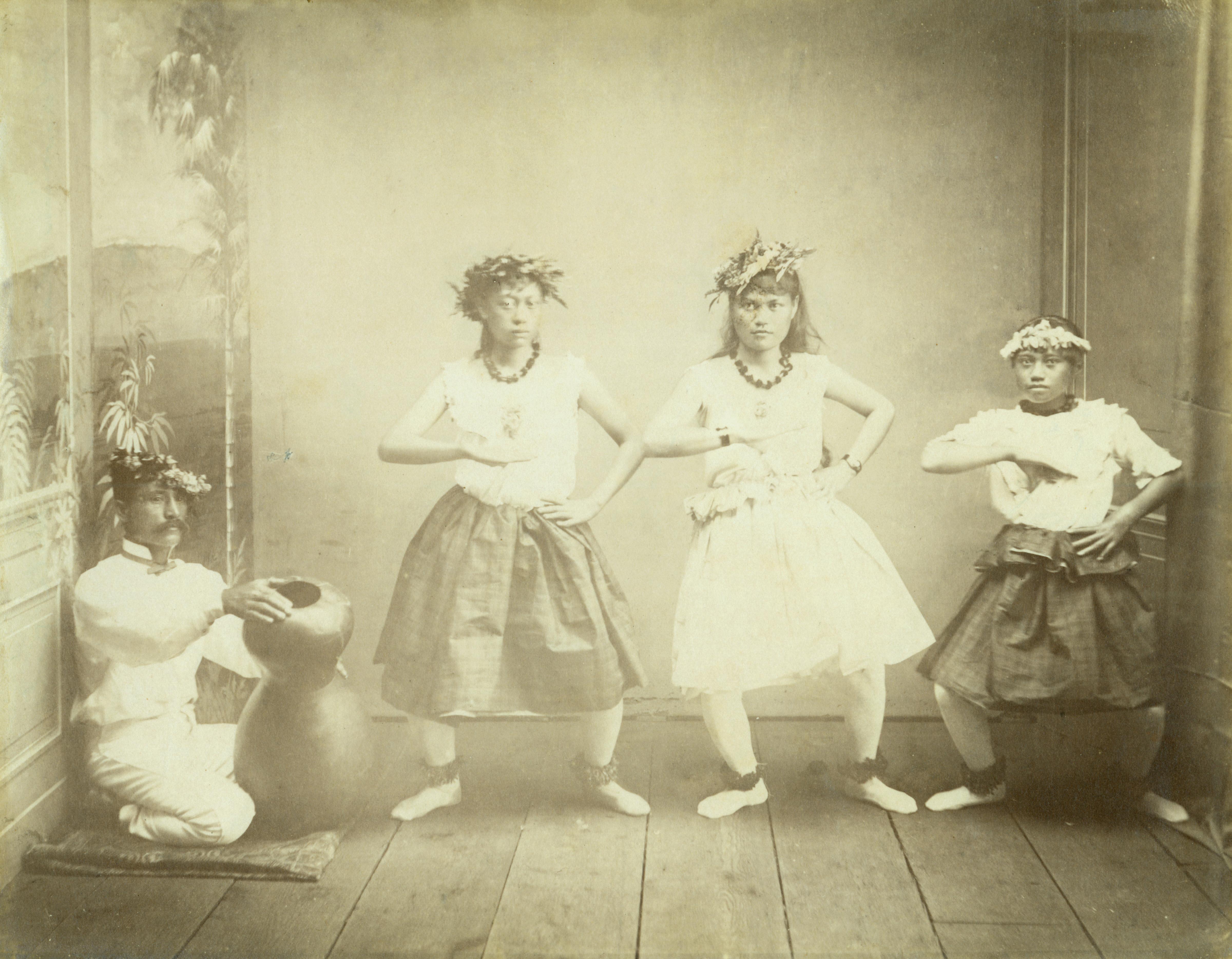 [Hula dancers and chanter] Hawaiʻi, ca. 1880. Photo by H. L. Chase.