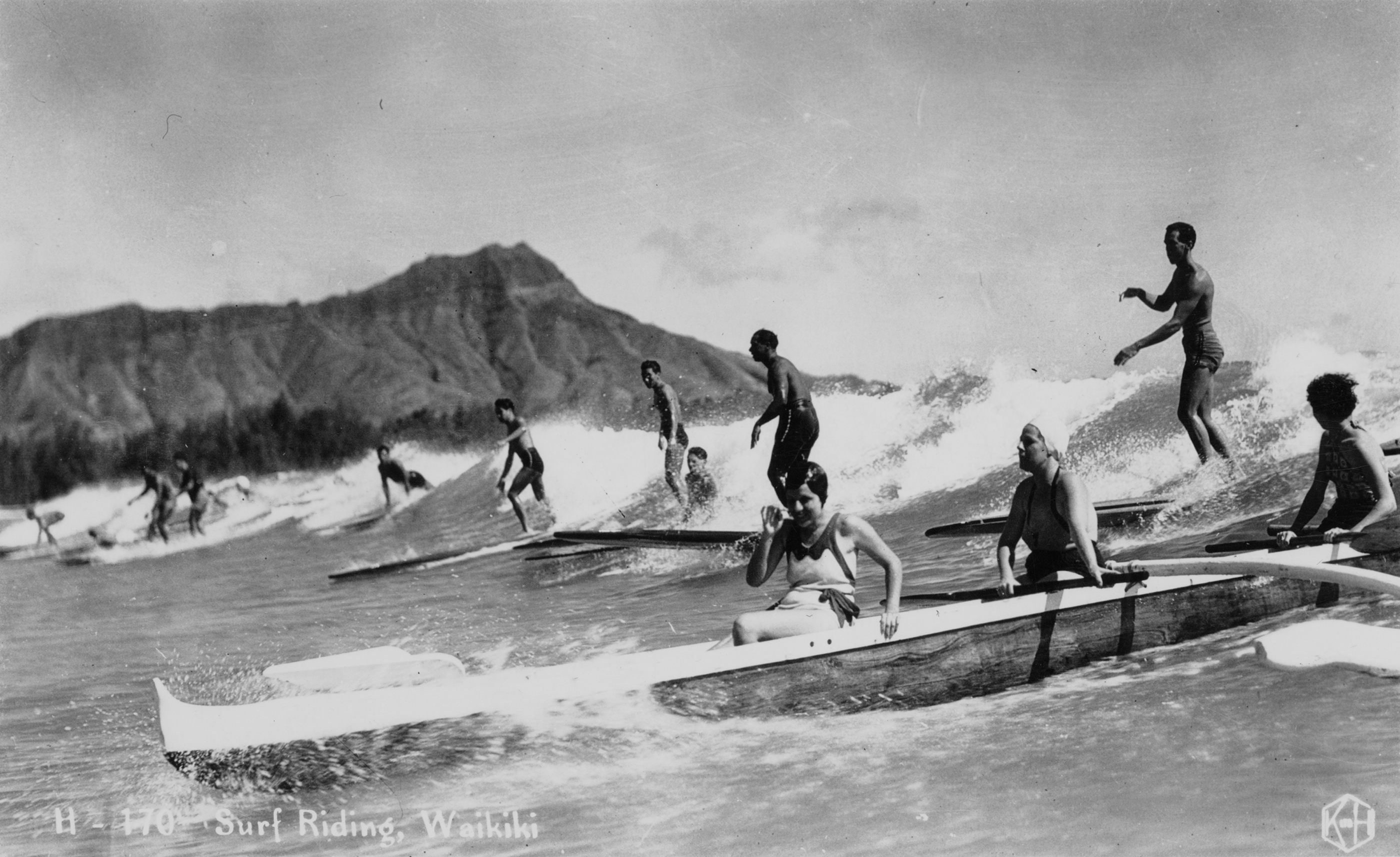 [Pākā waʻa] Postcard showing canoe surfing with Diamond Head in background; Oʻahu, Hawaiʻi, ca. 1935. Photo by Kodak Hawaiʻi, Bishop Museum Archives. Used with permission.