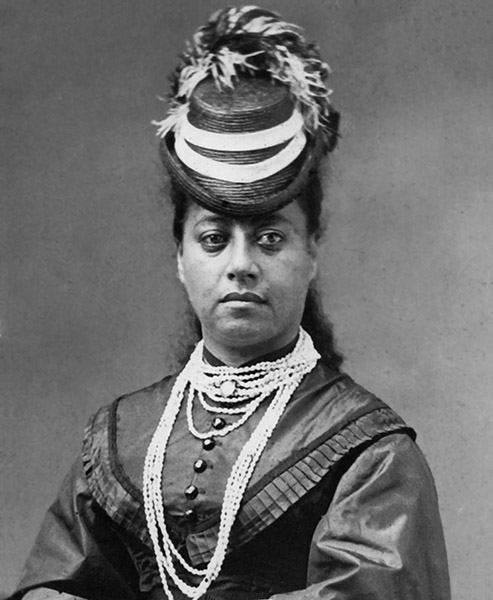[Queen Emma wearing shell lei] The queen took a particular interest in lei pūpū ʻo Niʻihau.