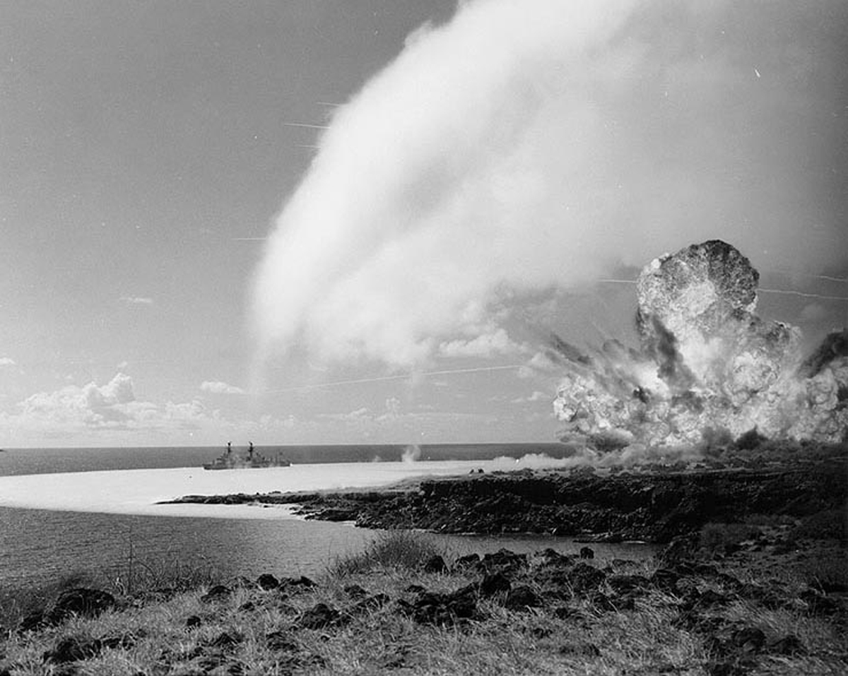 [Explosions on Kahoʻolawe, 1965] Photo courtesy of the Naval History and Heritage Command.