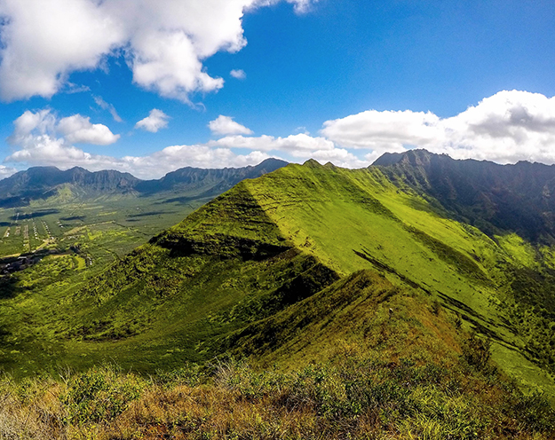 [Puʻu Heleakalā in Waiʻanae] Photo by Stephen Warner.