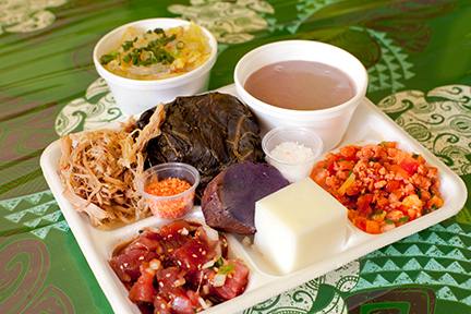 [Traditional lūʻau plate] Photo by Ruben Carillo.