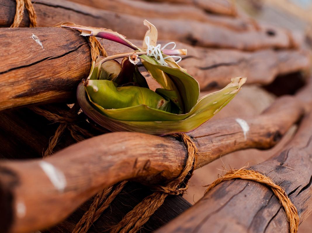 [Hoʻokupu on wooden altar] Photo by Ruben Carillo. © Kamehameha Schools.