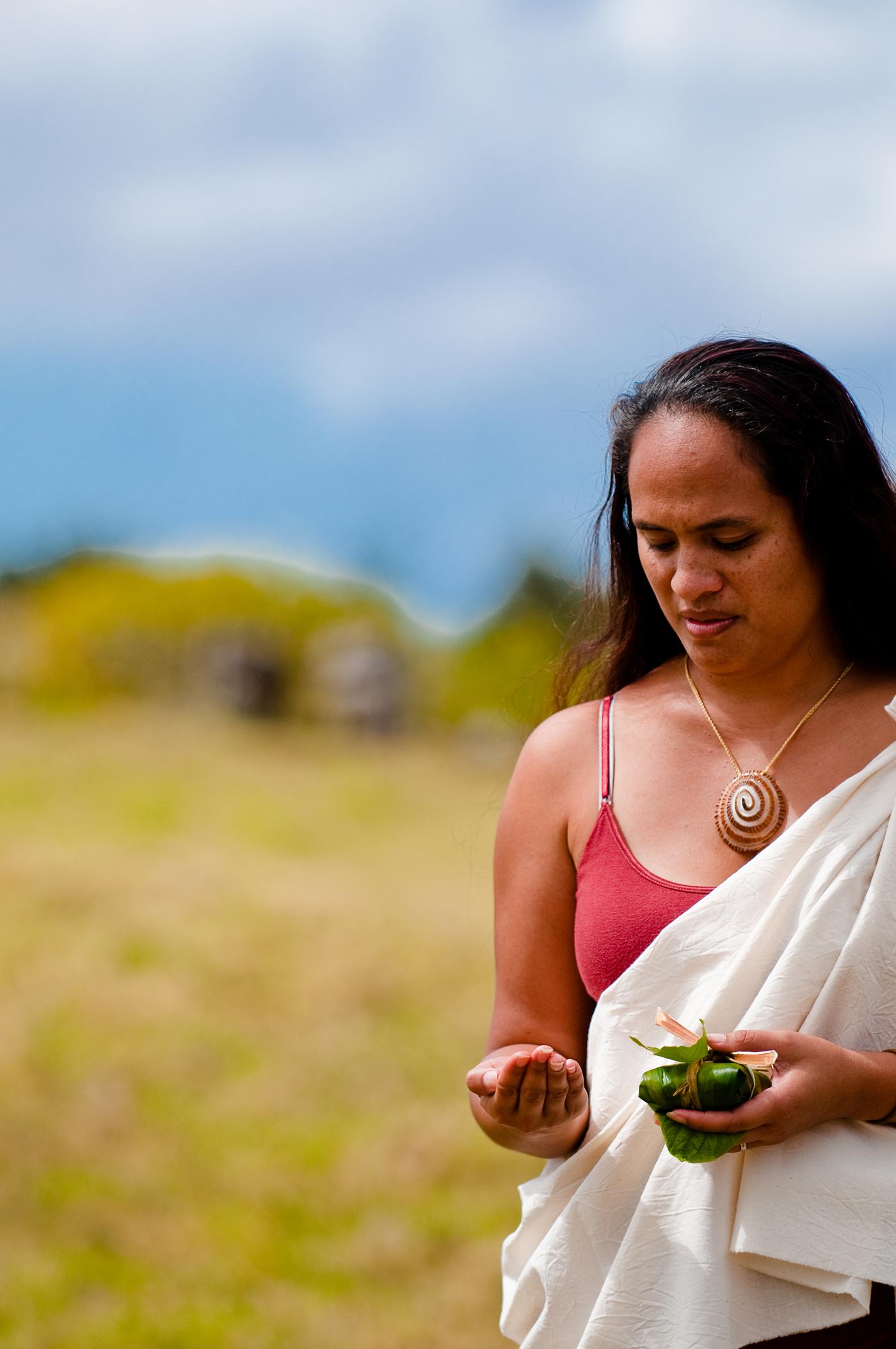 [Woman with hoʻokupu] Photo by Ruben Carillo. © Kamehameha Schools.
