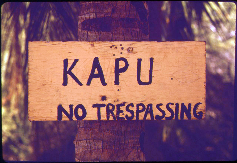 [Kapu sign] Photo by Charles O'Rear, EPA.