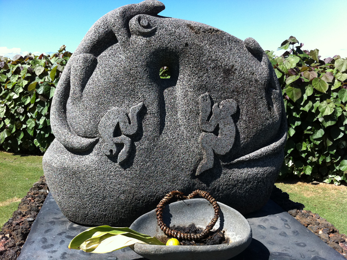 [Hoʻokupu] Offerings placed at kiʻi representing ʻaumākua. Photo by Ruben Carillo.