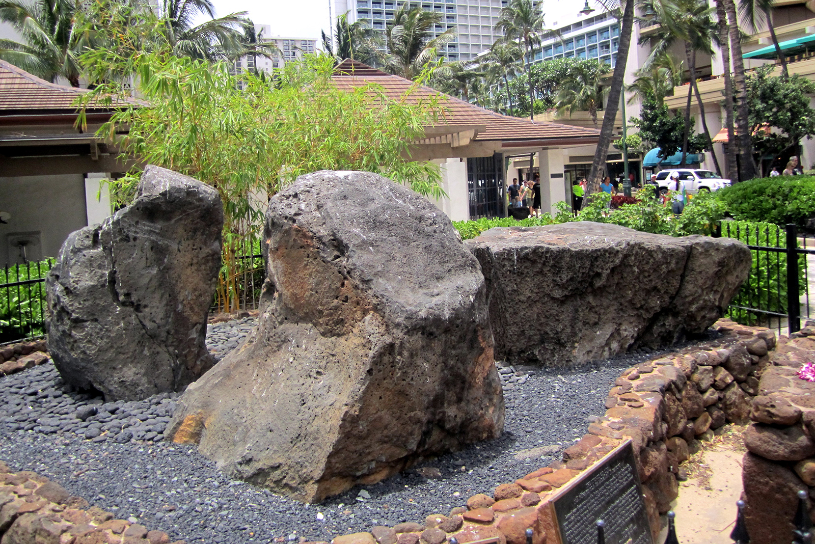 [Healing stones] Waikīkī, Oʻahu. Photo by Wally Gobetz.