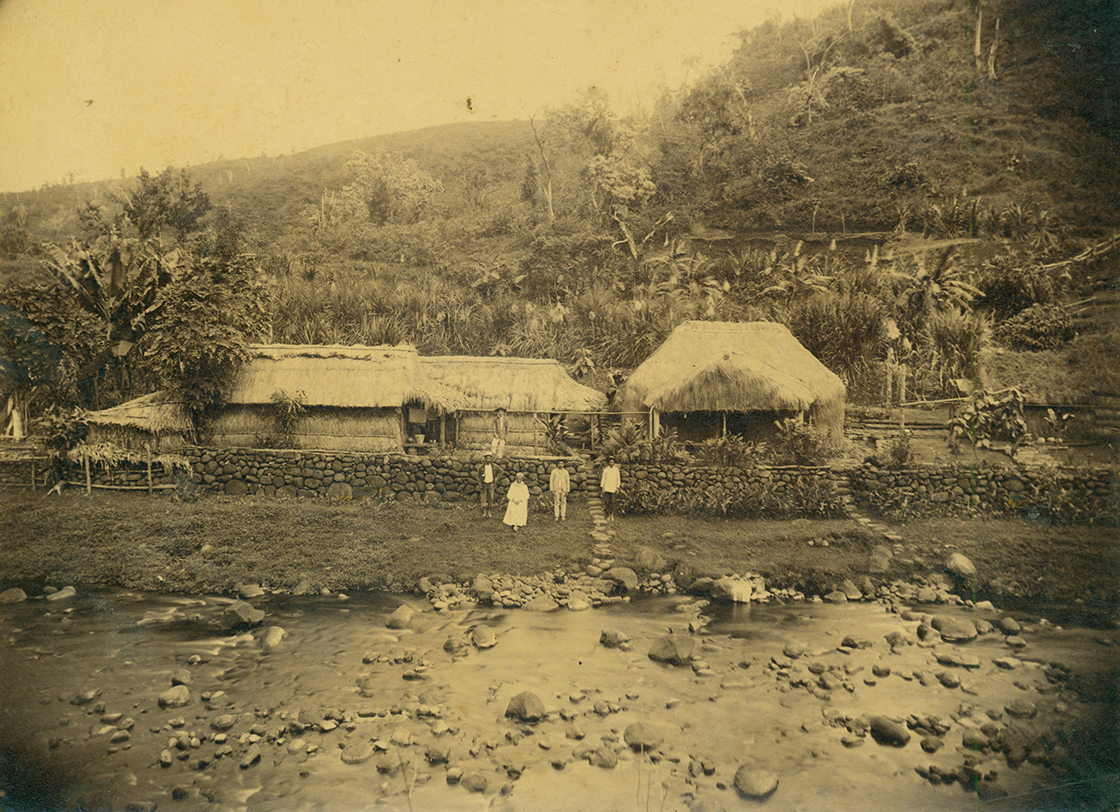[Hale pili] Ma uka of Kahiliwai, ca. 1890. Photographer unknown.